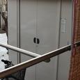 雪の中の倉庫